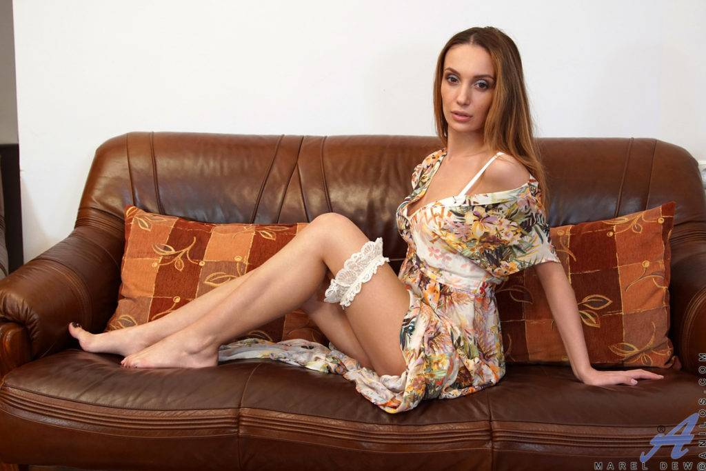 Hot Mom Marel Dew Shows Off Her Perfect Body At Anilos