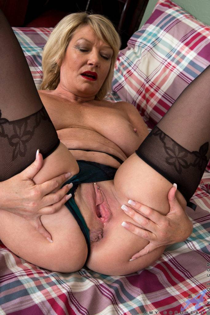 Blonde British Mature Amy Goodhead Masturbate At Anilos