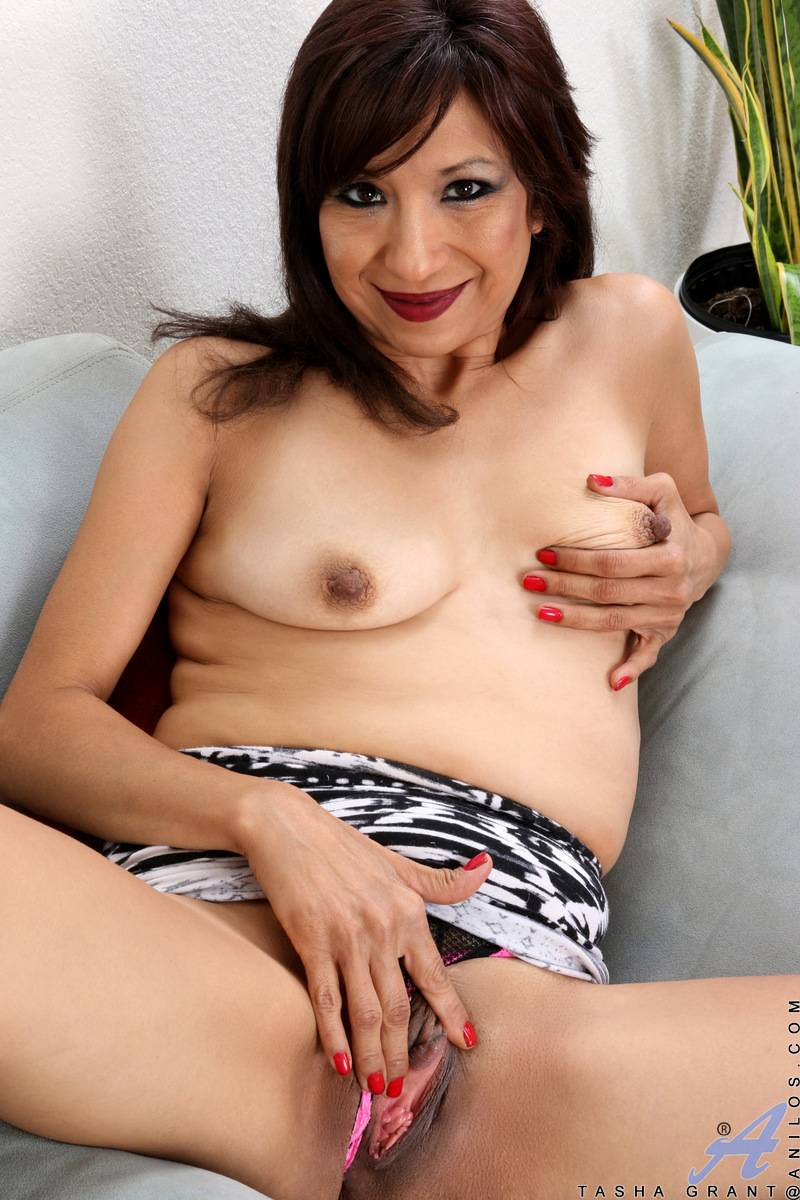 Mature housewife Tasha Grant playing with herself at Anilos