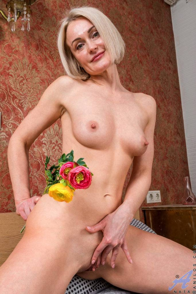 Sexy Blonde Mature Mom Nata Shows Off Her Shaved Pussy At Anilos