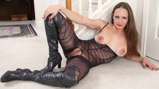 Brunette mature Sydney Johnson shows off her twat at Anilos