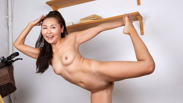 Asian mature Lira Kissy playing with herself at Anilos