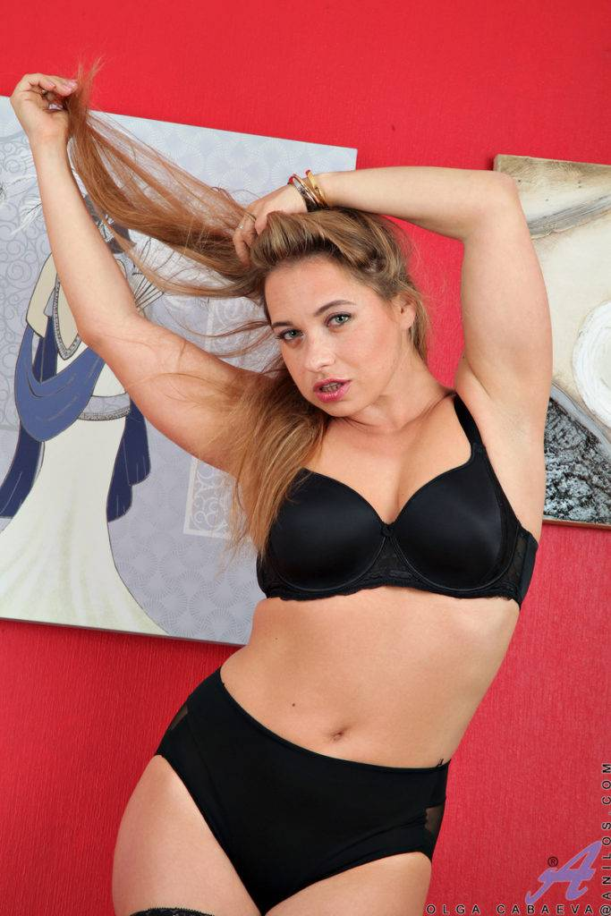 Blonde Hot Mom Olga Cabaeva Shows Off Her Perfect Body At Anilos