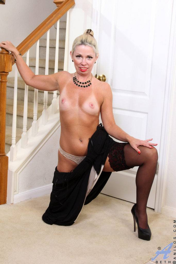 Blonde Mature Mom Beth Shows Off Her Pink Pussy At Anilos