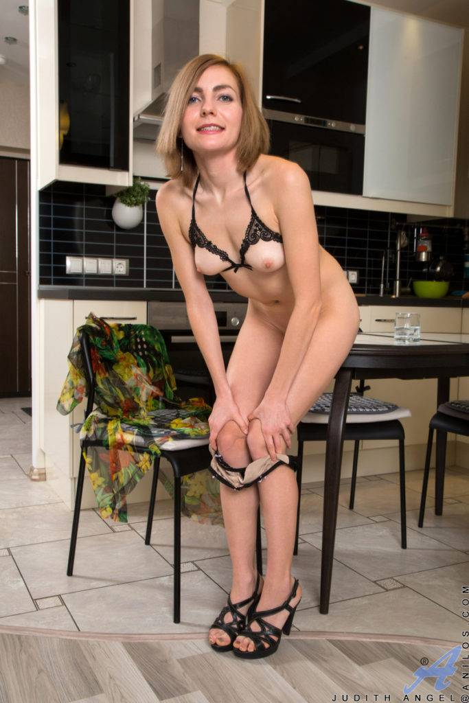 Russian Milf Judith Angel Showing Her Naked Body At Anilos