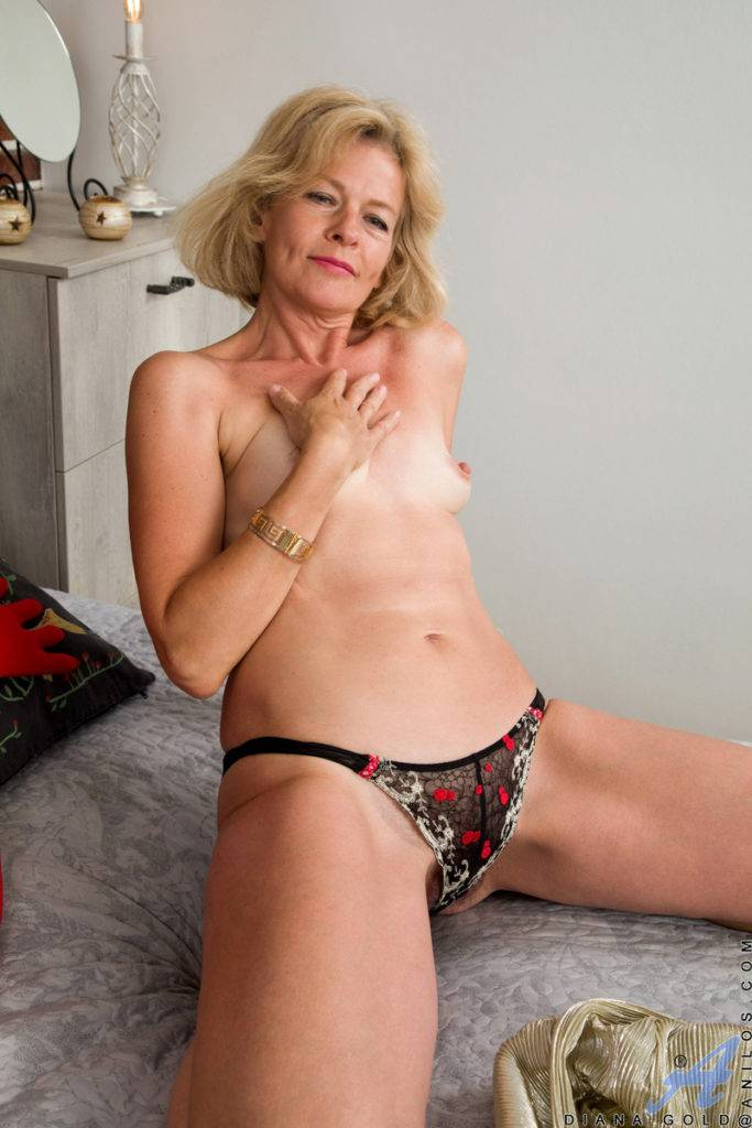 Blonde Mature Diana Gold Shows Off Her Hairy Pussy At Anilos