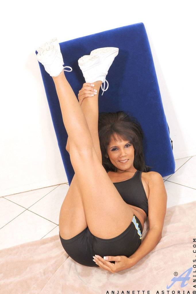 Older Black Woman Anjanette Astoria Plays With Her Pussy After Stretching At Anilos