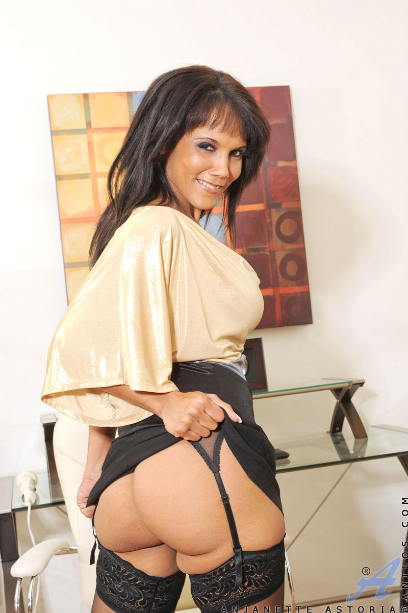 Lovely Black Cougar Anjanette Astoria Playing With Her Toys At Anilos
