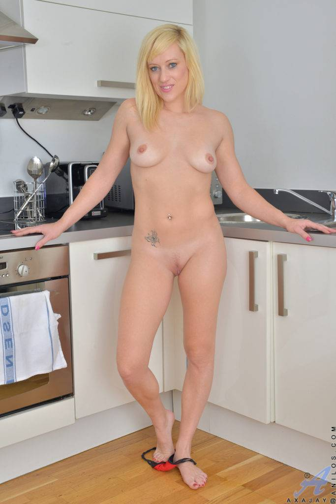 Blonde Milf Axajay Shows Off Her Pink Pussy At Anilos