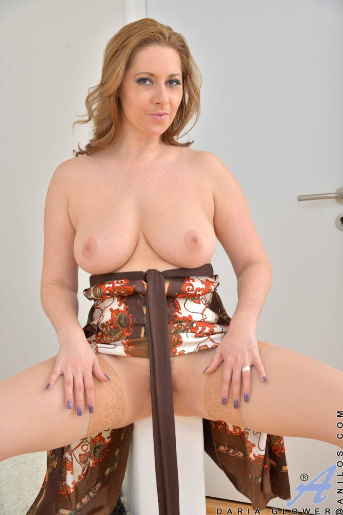Czech Mature Mom Daria Glower Shows Off Her Natural Tits At Anilos