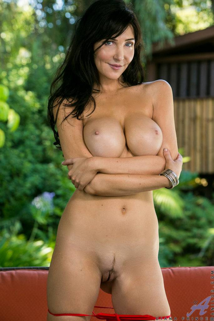 Sexy Milf Diana Prince Playing With Her Shaved Pussy At Anilos