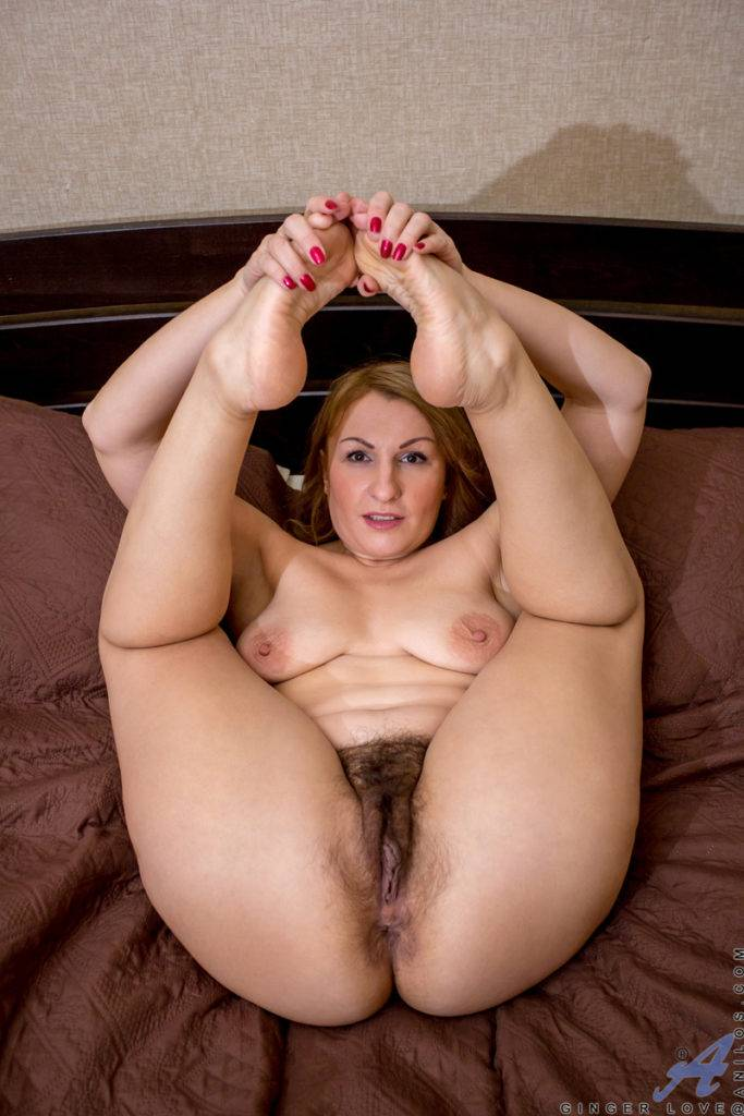 Mature Mom Ginger Love Playing With Herself On The Bed At Anilos
