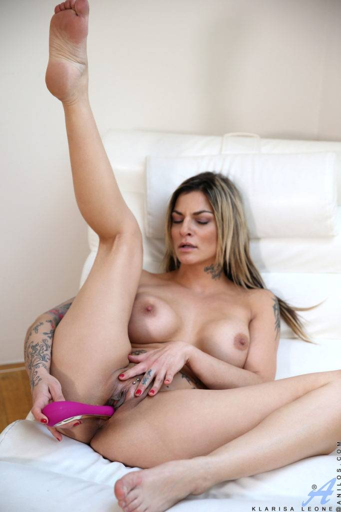 Big Breasted Milf Klarisa Leone Playing With Her Pink Dildo At Anilos
