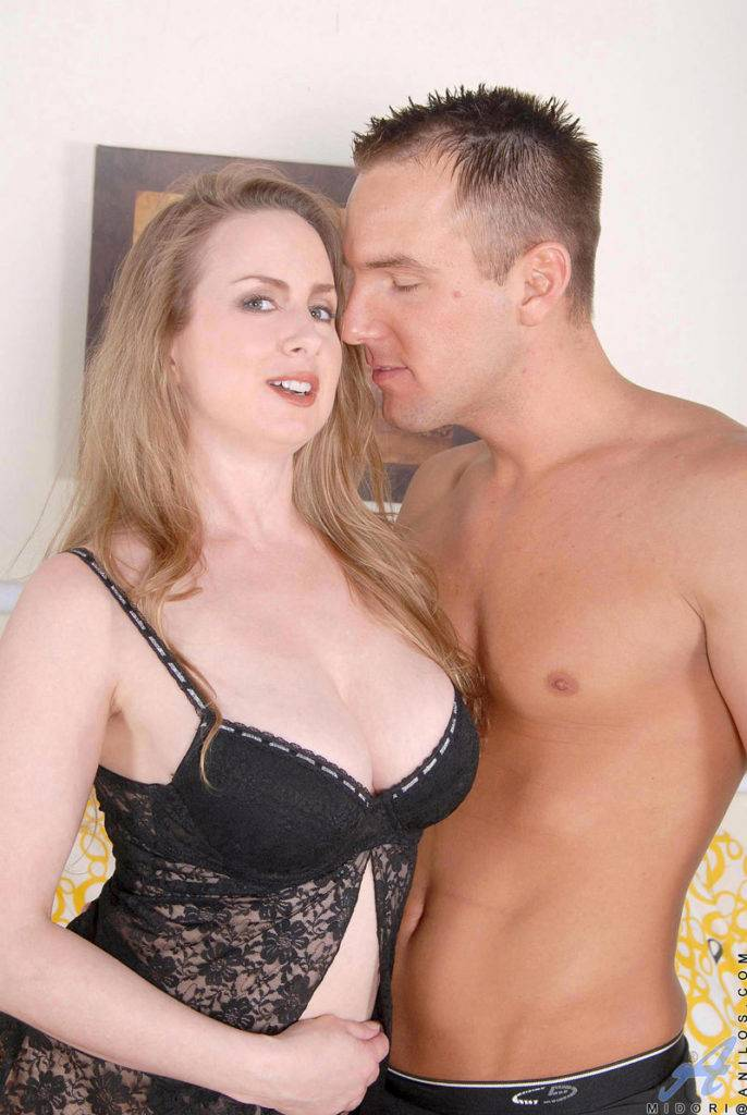 Horny Housewife Midori Playing With Her Boyfriend At Anilos