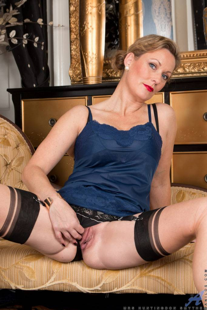 Blonde Milf Mrs. Huntington Smythe Is Ready To Show You Her Shaved Pussy At Anilos