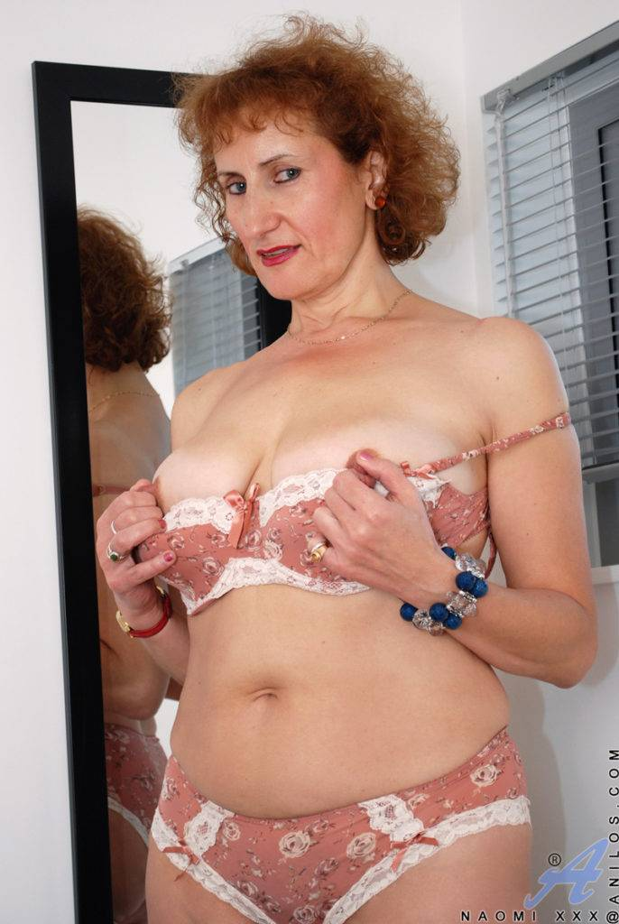Mature Housewife Naomi Xxx Showing Her Hairy Pussy At Anilos