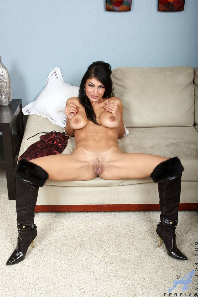 Alluring Cougar Persia Pounds Her Tasty Cunt With A Dildo At Anilos