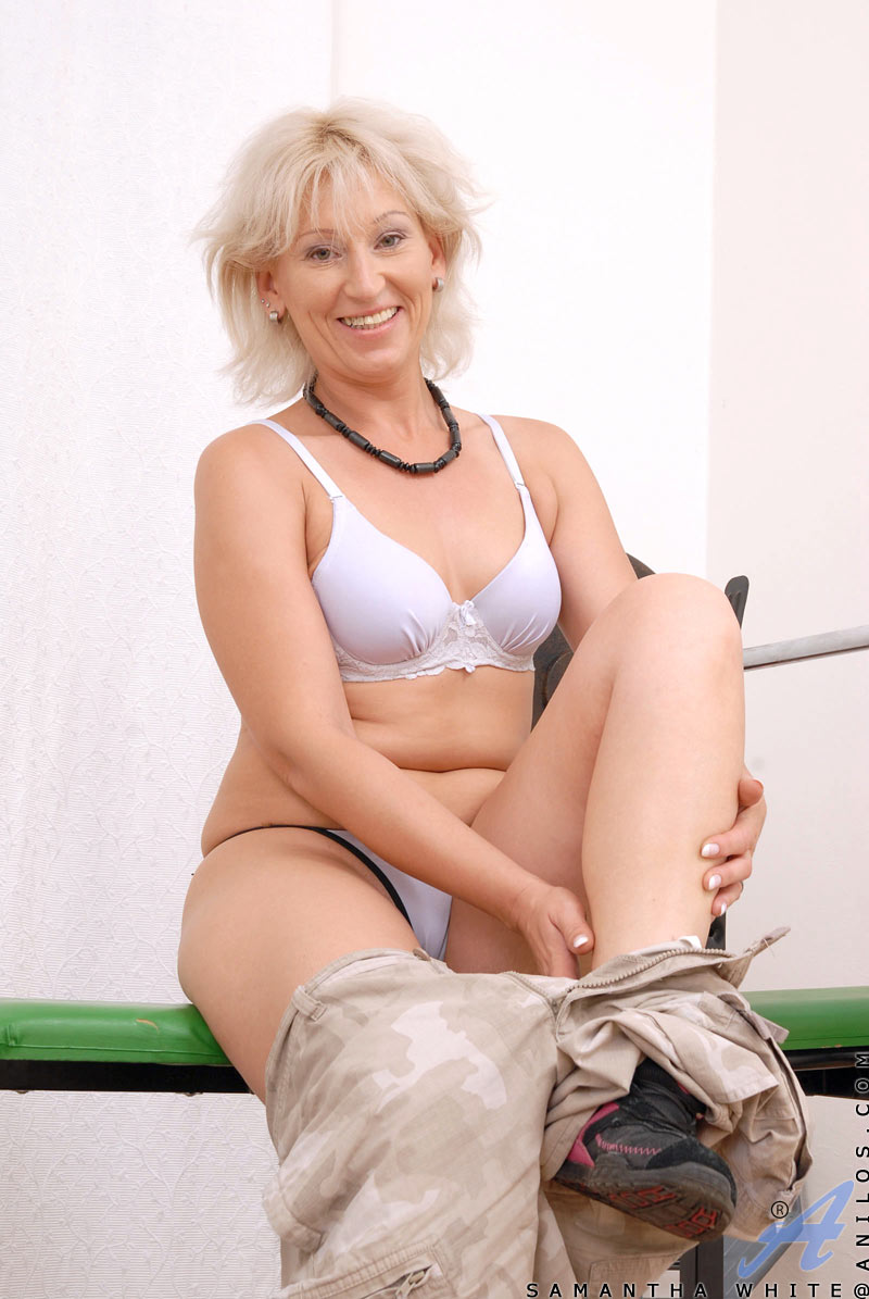 Blonde Mature Cougar Samantha White Gets Hot During Her Workout At Anilos