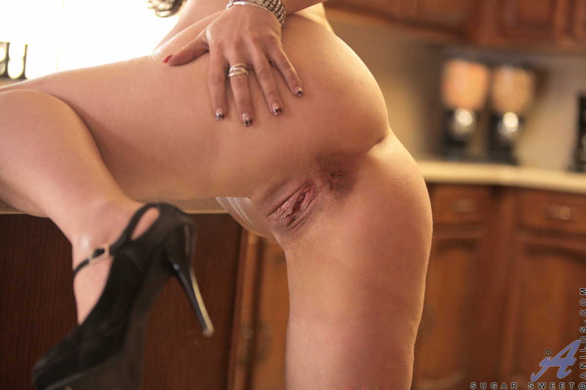 Naughty Housewife Sugar Sweet Playing With Herself In The Kitchen At Anilos