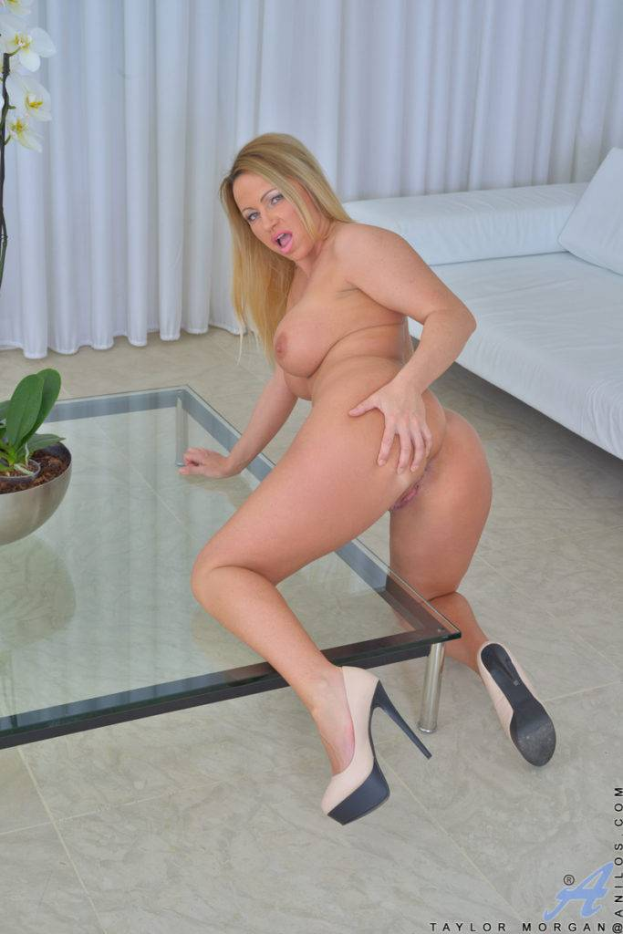 Blonde Housewife Taylor Morgan Shows Off Her Naked Body At Anilos