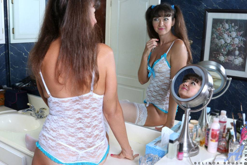 Brunette Mature Belinda Brush Shows Off Her Shaved Pussy In The Bathroom At Anilos