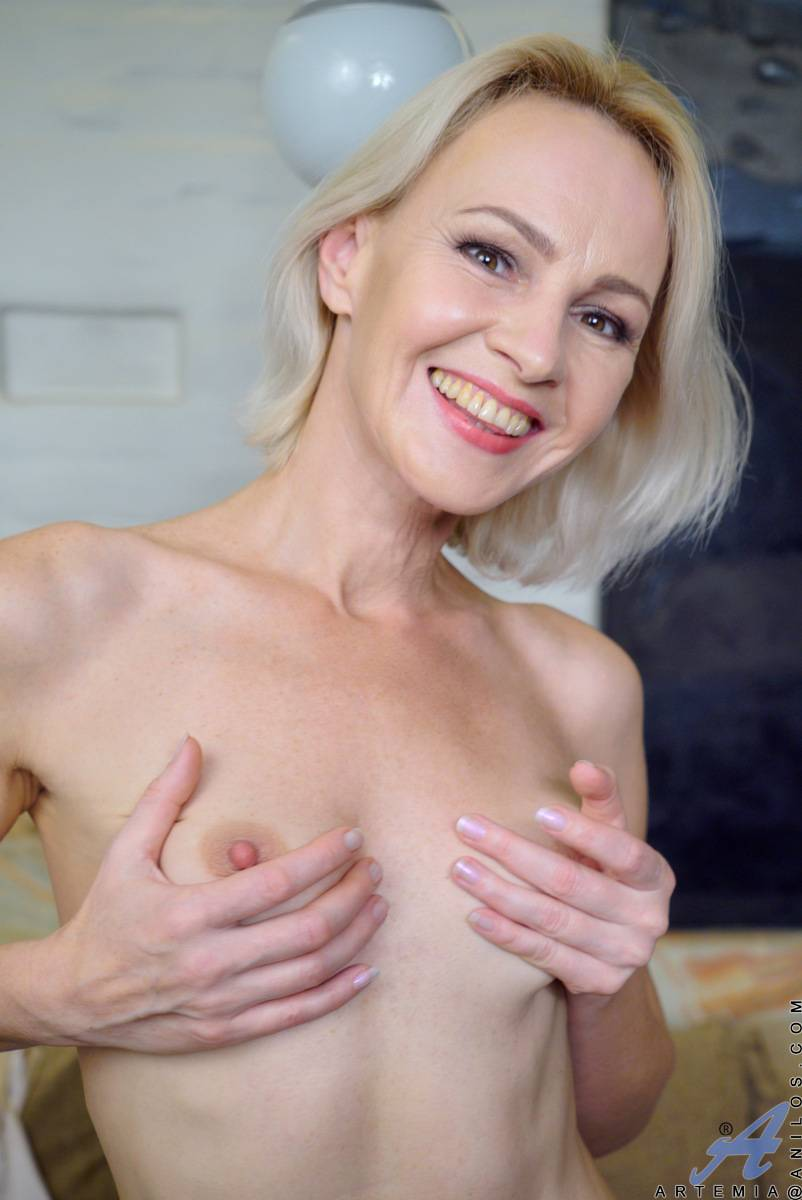 Russian mature housewife Artemia shows off her pink pussy at Anilos