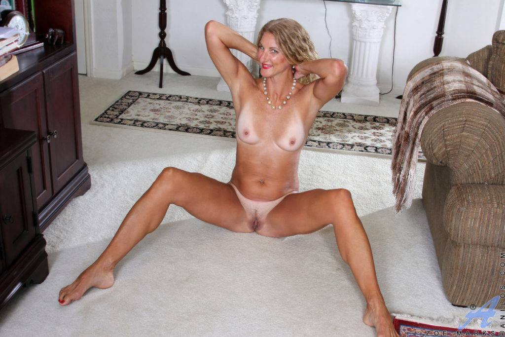 American Mature Zoe Marks Shows Off Her Trimmed Twat At Anilos