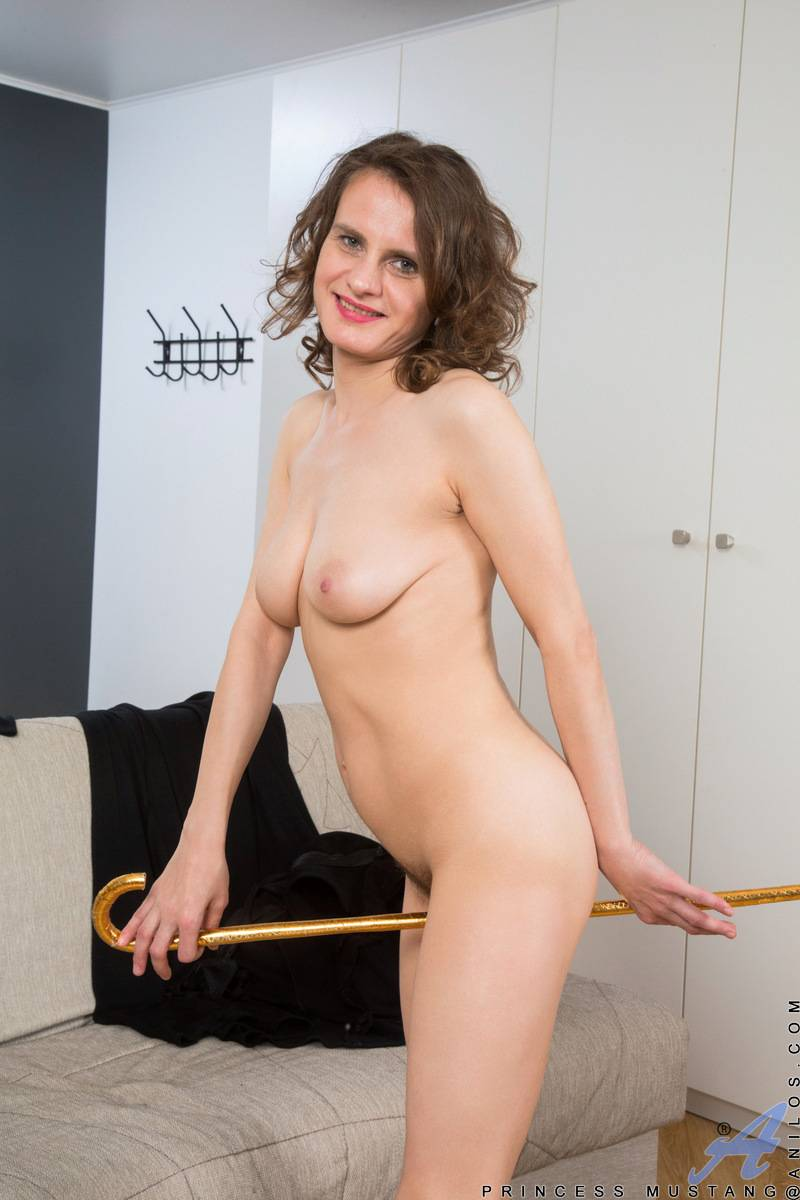 Mature mom Princess Mustang playing with her hairy pussy at Anilos