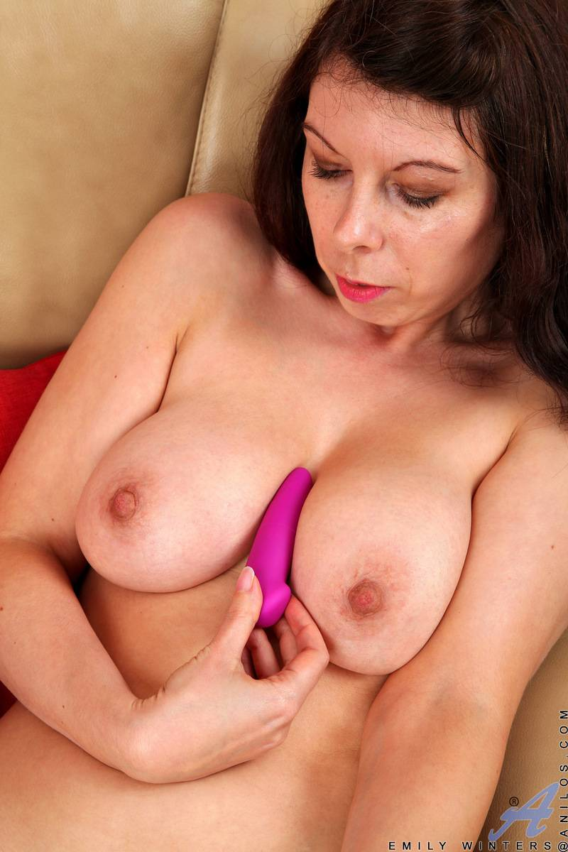 Busty mature Emily Winters shows off her big tits at Anilos