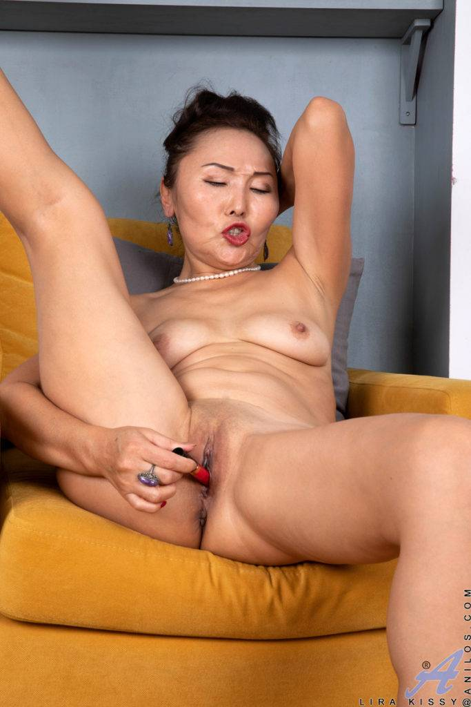Asian Mom Lira Kissy Show You How To Make A Woman Cum At Anilos
