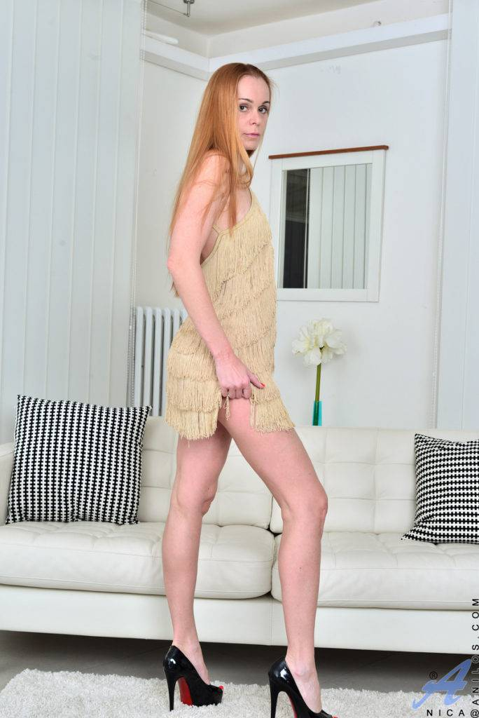 Horny Cougar Nica Playing With Her Dildo At Anilos