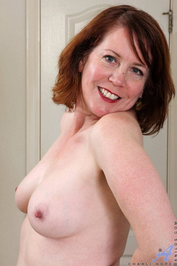 Mature Housewife Charli Hope Shows Off Her Naked Body At Anilos