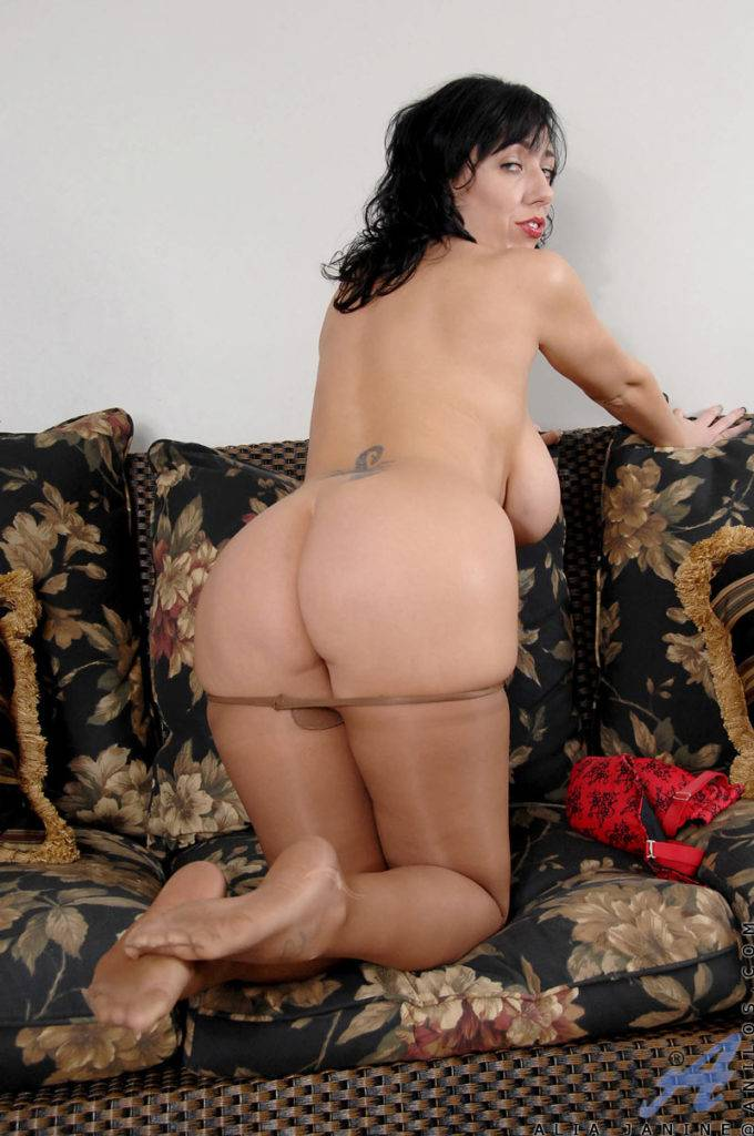 Natural Milf With Big Tits Plays With Her Pussy On The Couch At Anilos