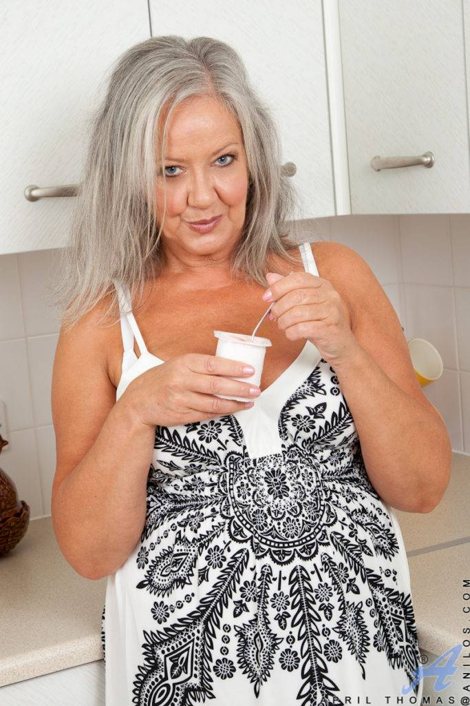 Busty Granny April Thomas Plays With Her Pussy At Anilos