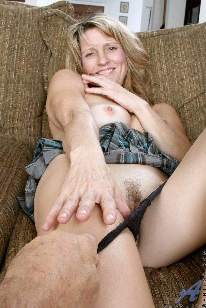 Horny Amateur Cougar Berkley Strokes Her Pink Mature Pussy With A Huge Dildo For Orgasm At Anilos