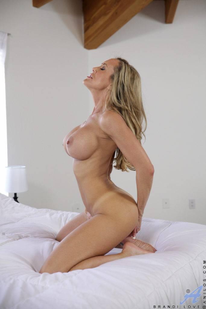 Busty Milf Brandi Love Masturbate Her Dripping Horny Twat At Anilos