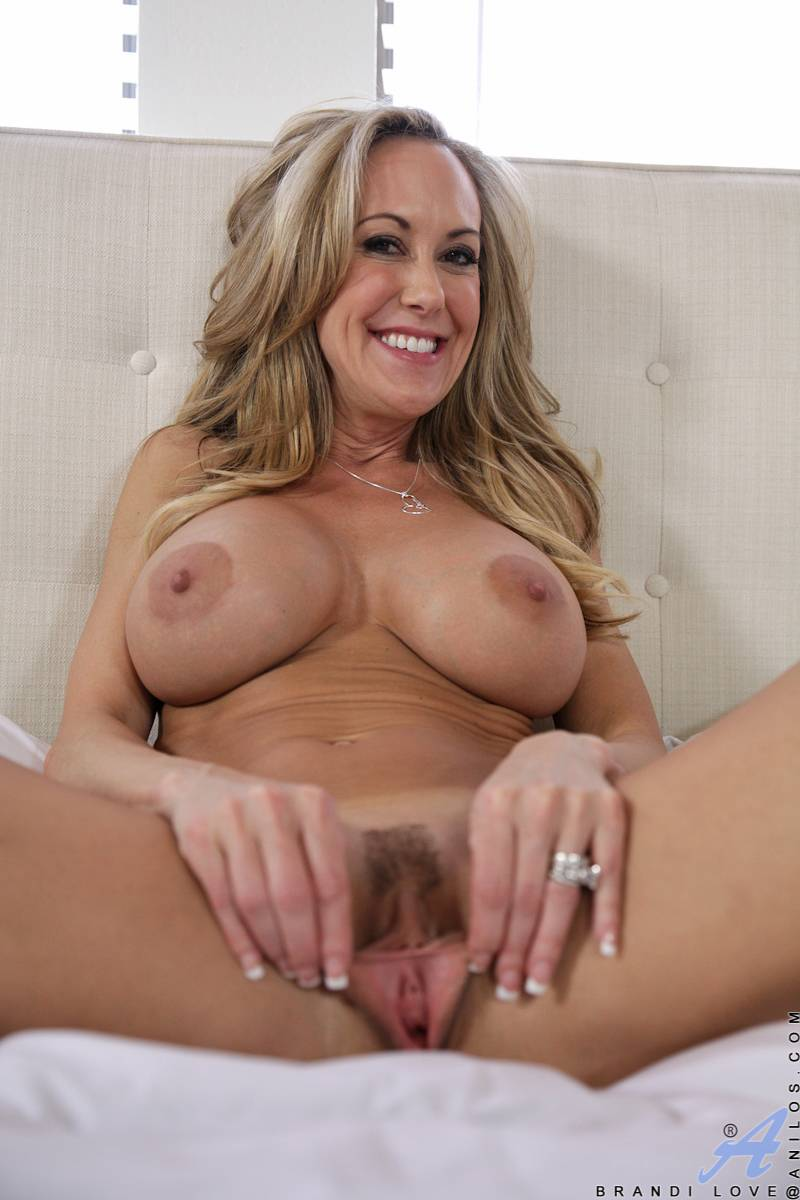 Busty MILF Brandi Love masturbate her dripping horny twat at Anilos