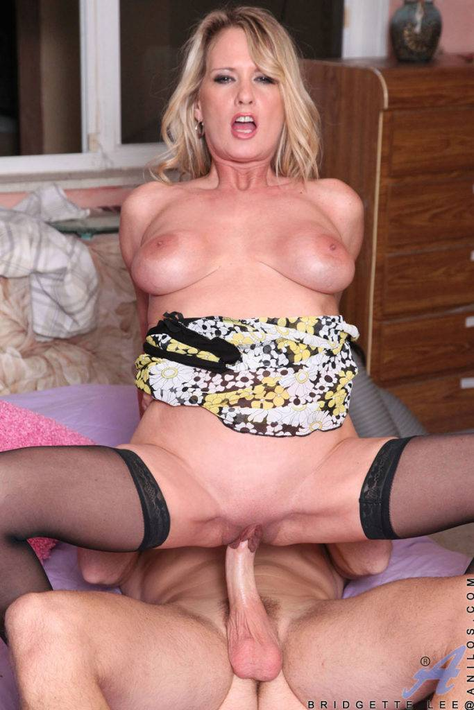 Luscious Cougar Bridgette Lee Just Sucking And Fucking At Anilos