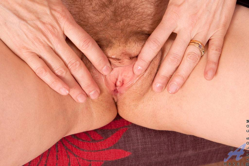 Blonde Mature Hazel Playing With Herself At Anilos