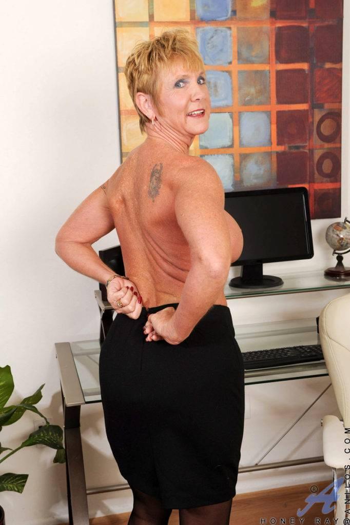 Blonde Granny Honey Ray Masturbate In The Office At Anilos