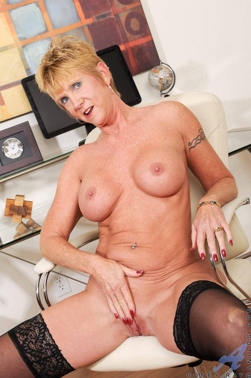 Blonde granny Honey Ray masturbate in the office at Anilos
