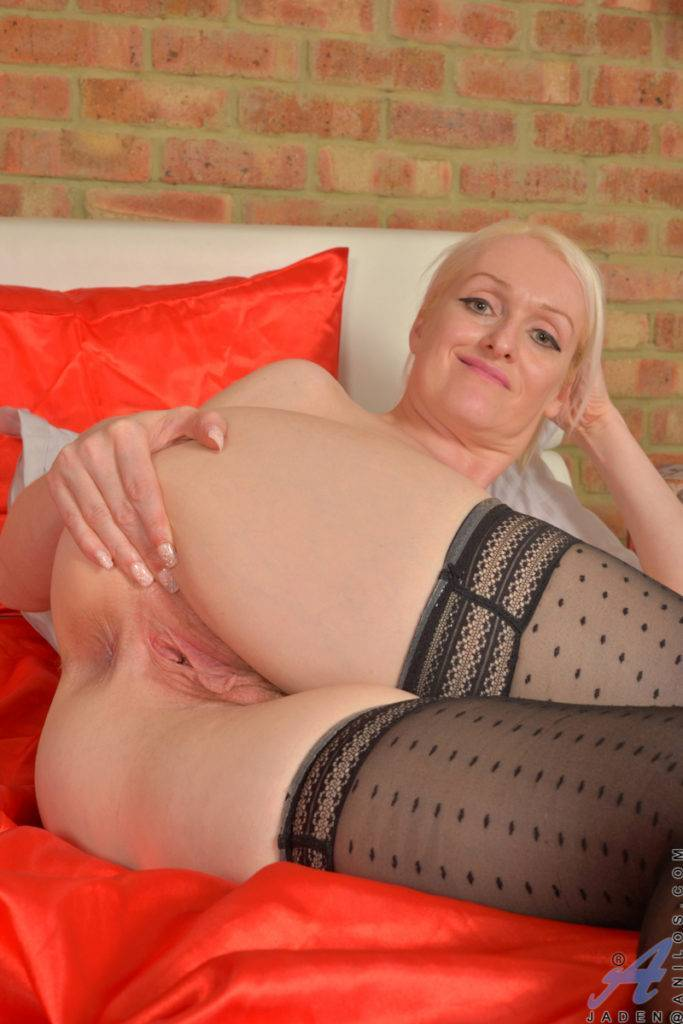 British Mom Jaden Playing With Her Juicy Pussy At Anilos