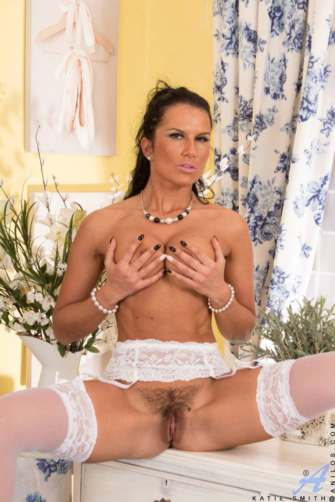 Brunette Sexy Milf Katie Smith Playing With Her Wet Pussy At Anilos