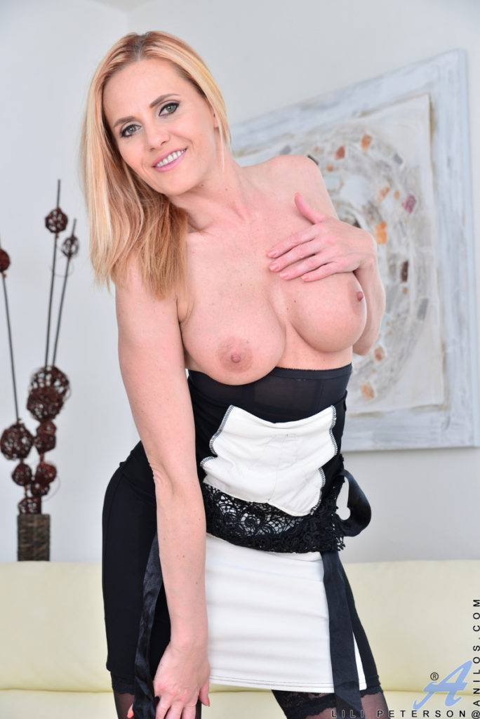 Blonde Housewife Lili Peterson Playing With Herself At Anilos