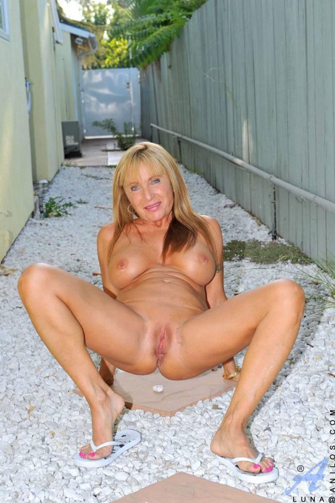 Foxy Milf Flaunts Her Tan Body Outdoors In A Bikini At Anilos