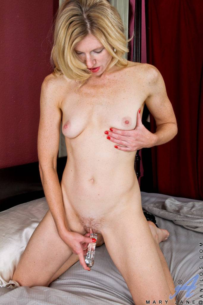 Petite Milf Mary Jane Playing With Her Hairy Wet Pussy At Anilos