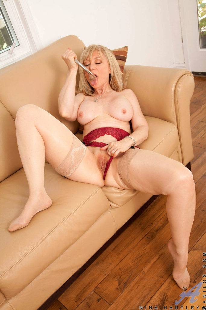 Pretty Older Lady Nina Hartley Playing With Herself At Anilos