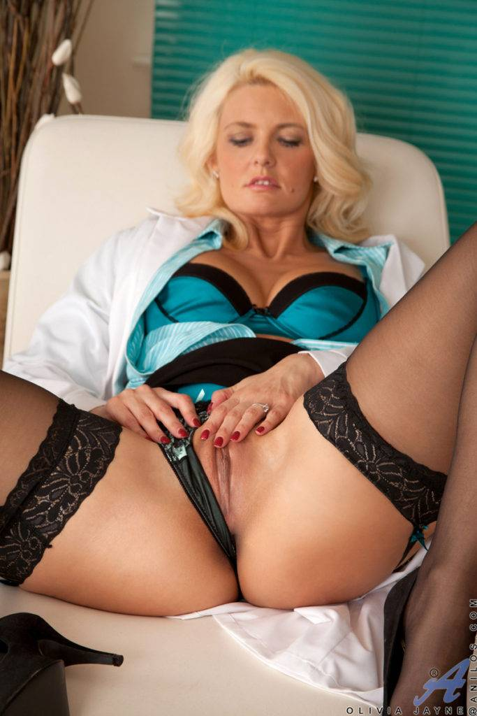 Blonde Milf Olivia Jayne Playing With Her Wet Pussy At Anilos