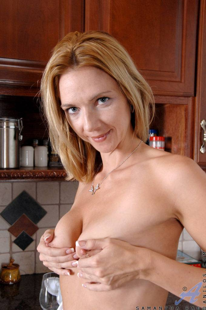 Naughty Housewife Samantha Rae Sprays Plays And Wets Her Pussy In The Kitchen Sink At Anilos
