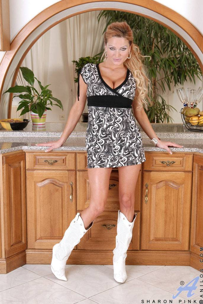 Naughty Housewife Sharon Pink With Huge Tits Fucks Herself With A Vibe In The Kitchen At Anilos